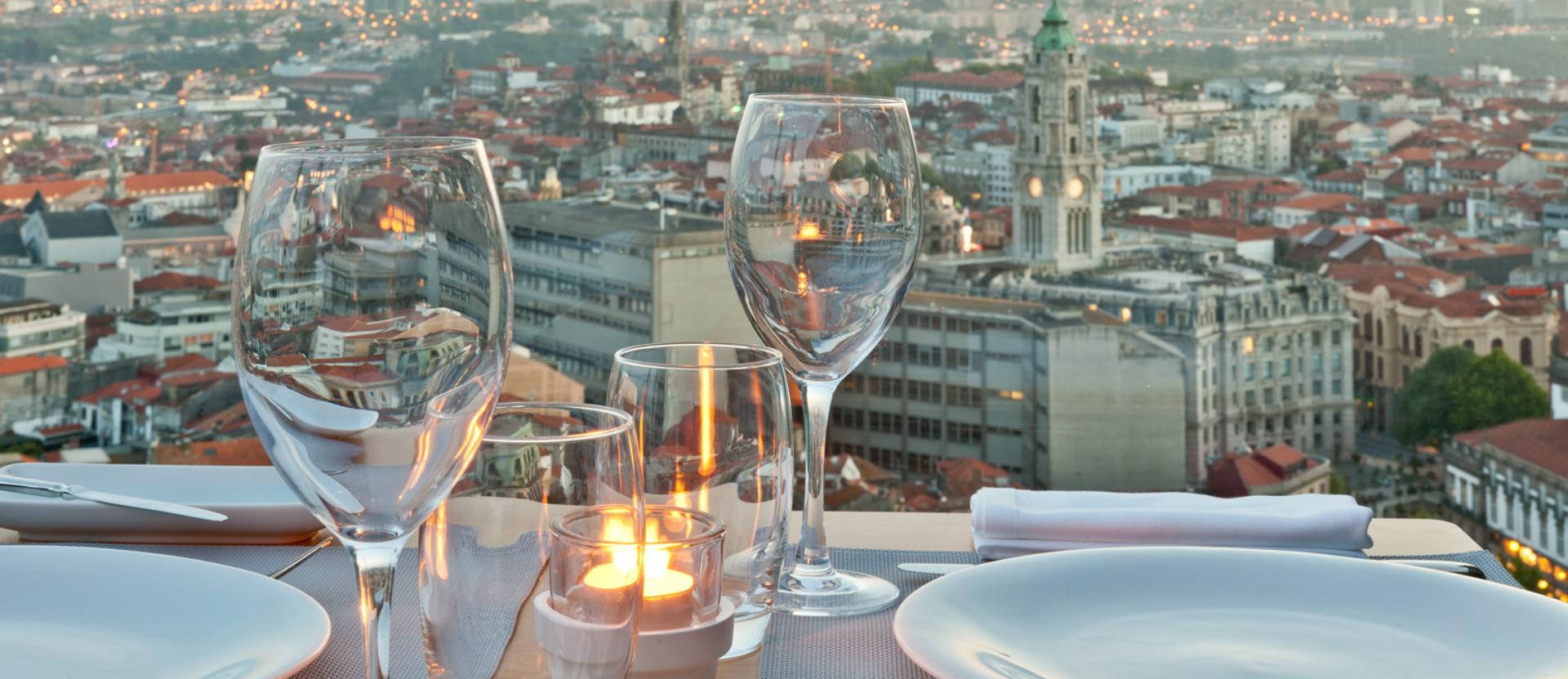 Best rooftops in Portugal: 17º Restaurant & Bar best rooftops in portugal Best rooftops in Portugal to enjoy during spring Carrocel 1 56