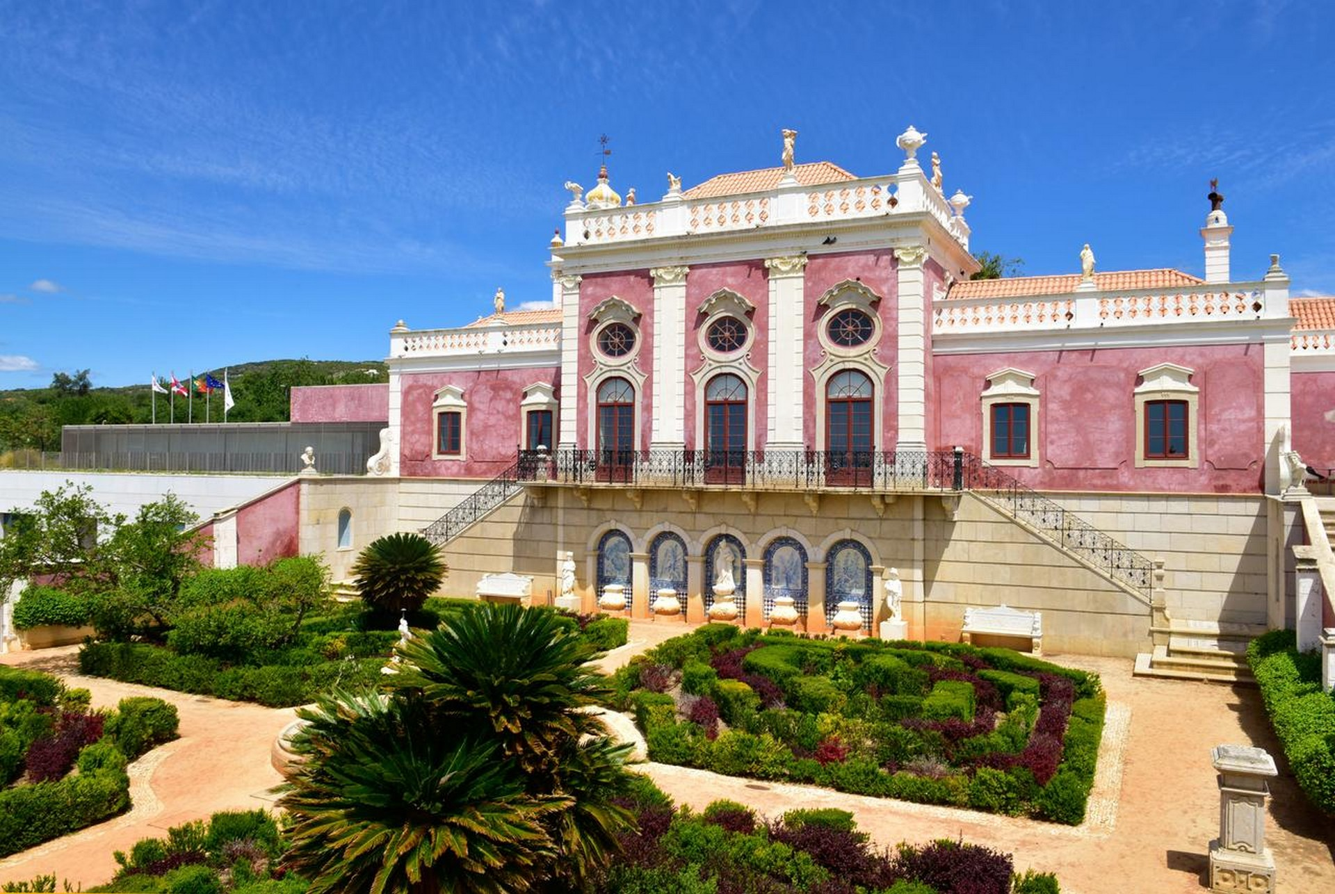 Historic Hotels in Portugal: Palácio de Estoi historic hotels in portugal Historic Hotels in Portugal That You Can't Miss Historic Hotels in Portugal 7