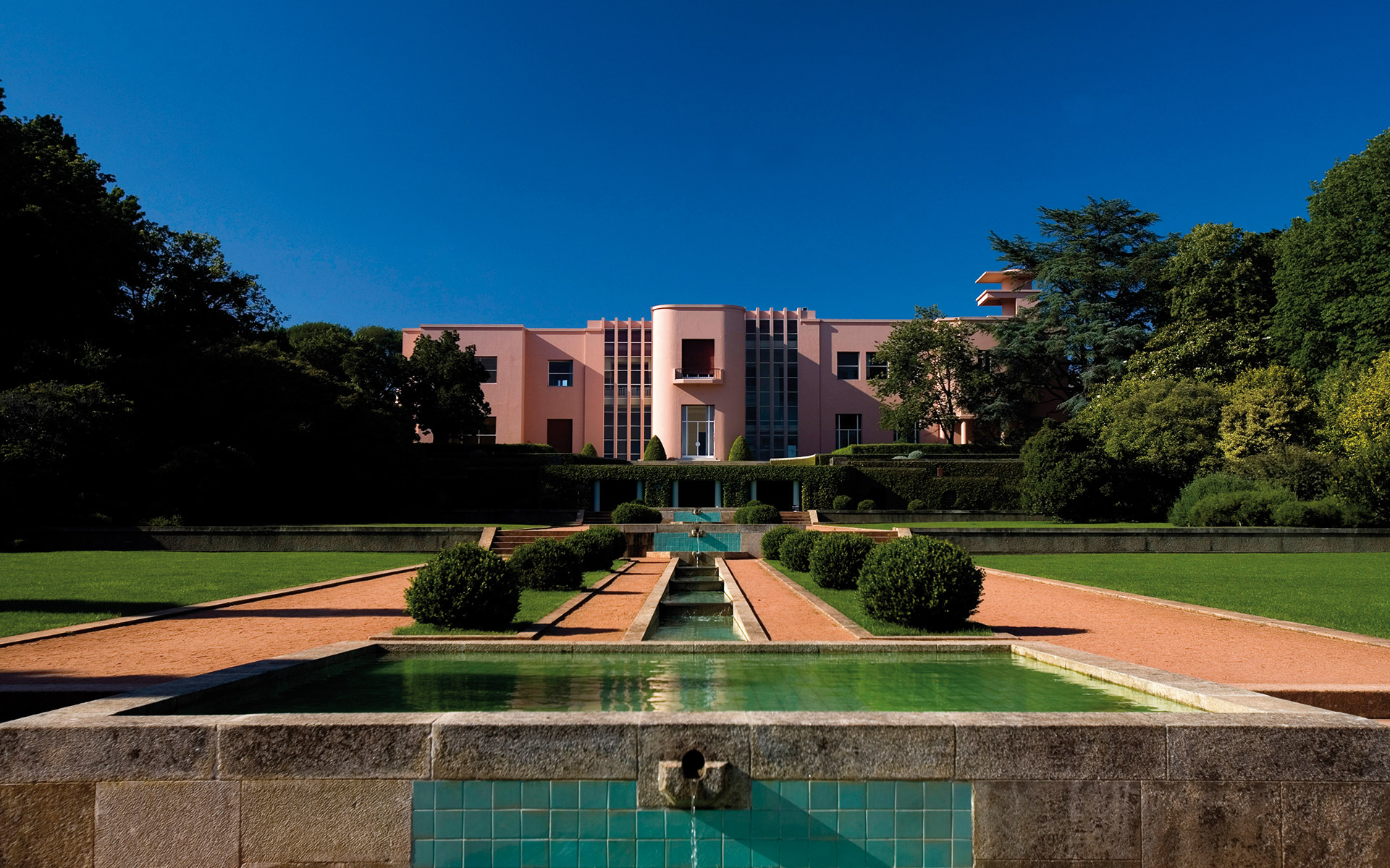 Prestigious Museums: Serralves Foundation museums in portugal Museums in Portugal: See a Selection of Some of the Most Prestigious See a Selection of Some of the Most Prestigious Museums in Portugal 5 1