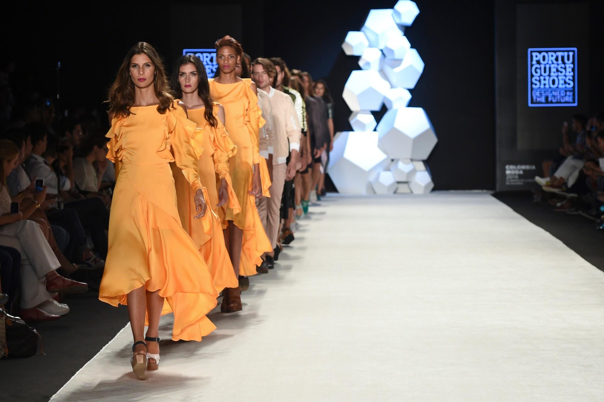 Portuguese Fashion Designers Sell Clothing Pieces To Help Mozambique portuguese fashion designers Portuguese Fashion Designers Sell Clothing Pieces To Help Mozambique 20161849p