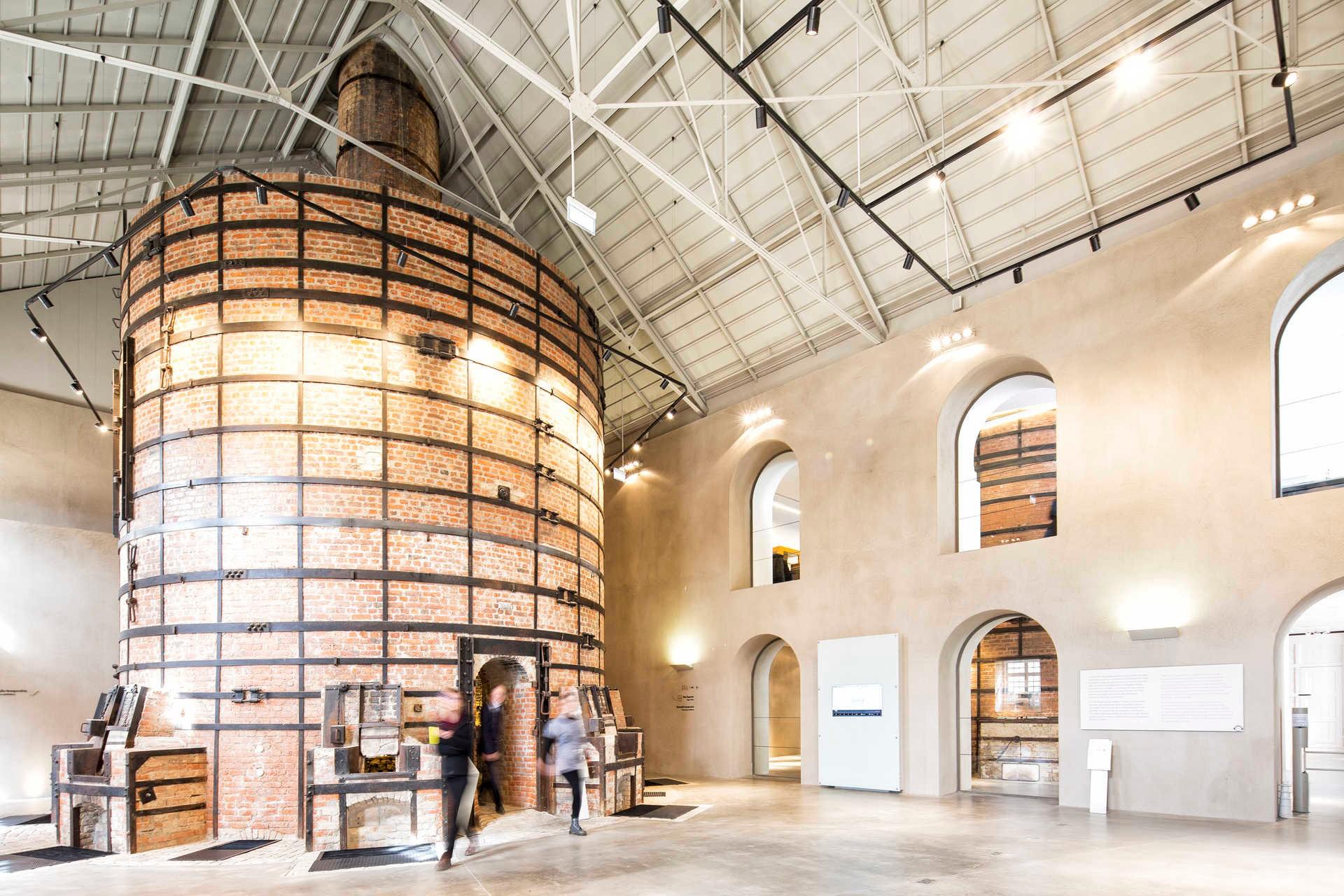 Portuguese Luxury Brands: Discover Vista Alegre's History portuguese luxury brands Portuguese Luxury Brands: Discover Vista Alegre's History 27585217 GL030417MARIAJOAOGALA098 WEB