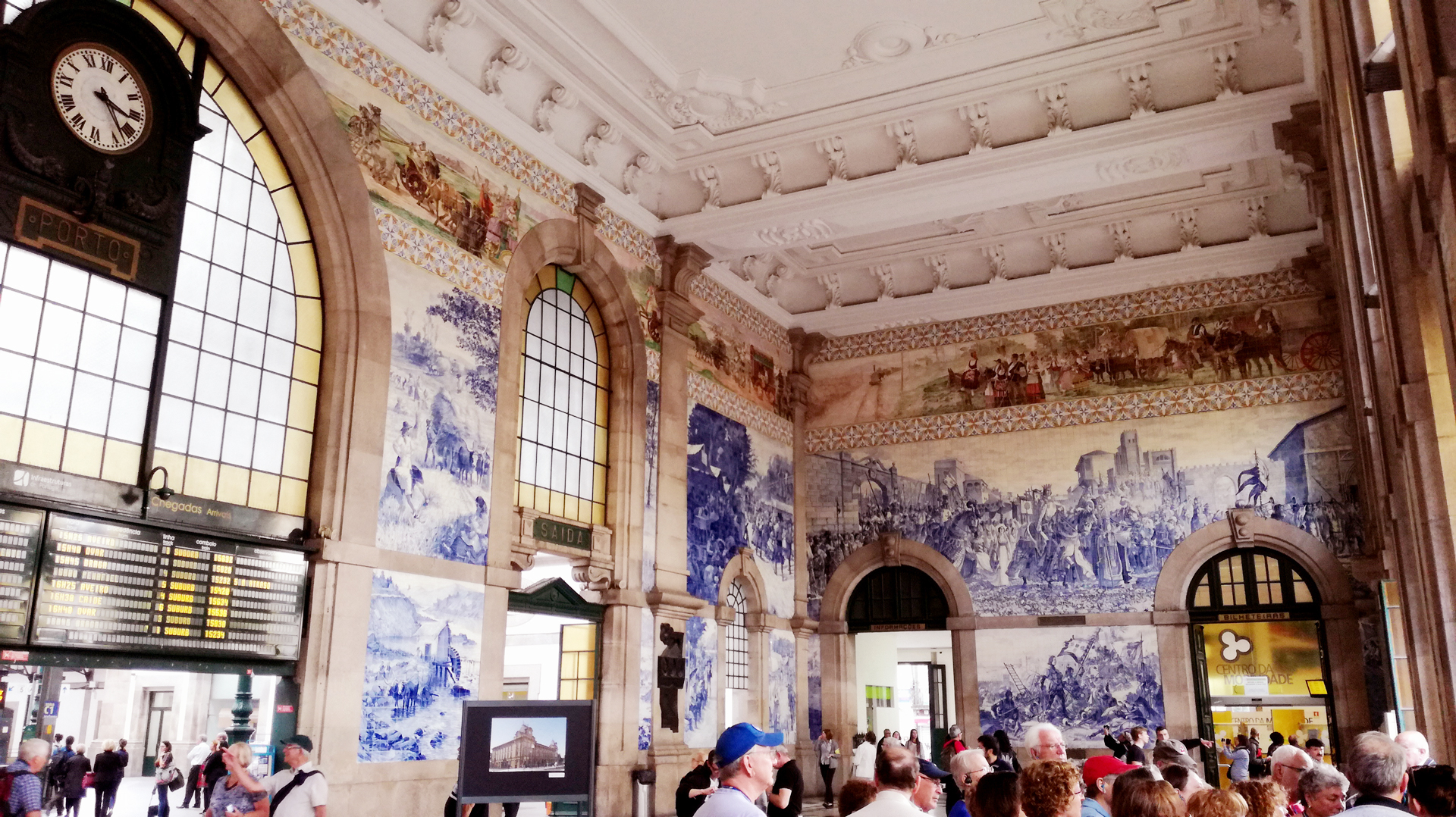 Portuguese Traditions: The Amazing Craftsmanship Of Hand-Painted Tiles portuguese traditions Portuguese Traditions: The Amazing Craftsmanship Of Hand-Painted Tiles sao bento