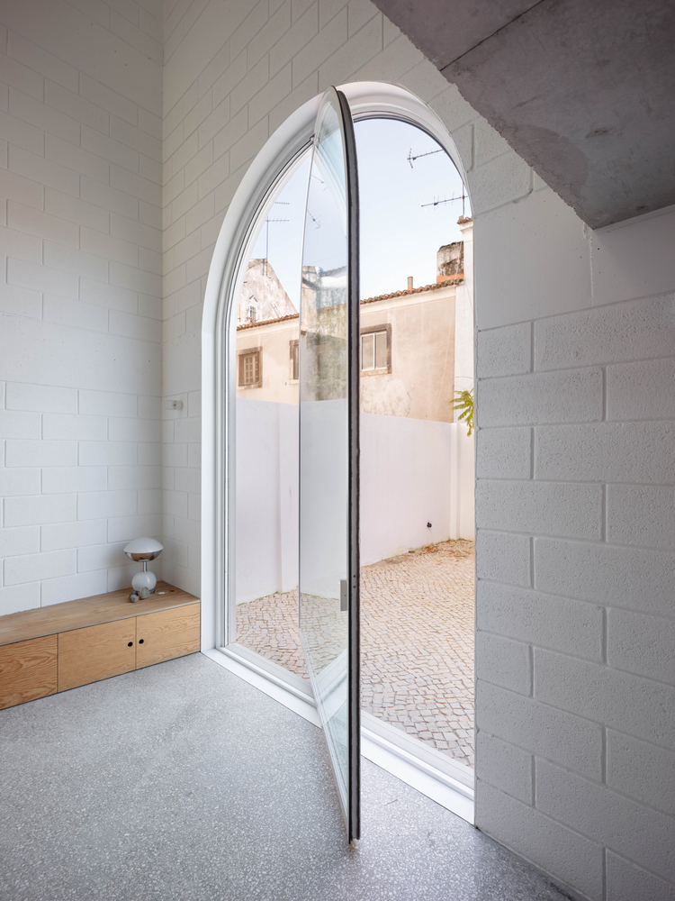 'Casa Dodged' Is The New Project In Lisbon That Blends History With Contemporary Lines dodged house Dodged House Is The New Project In Lisbon That Blends History With Contemporary Lines DodgeHouse      DylanPerrenoud 07