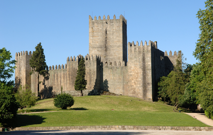 Discover The Most Amazing Historical Places In Portugal  discover Discover The Most Amazing Historical Places In Portugal castelo guimaraes 3  209856633354818d32d2460