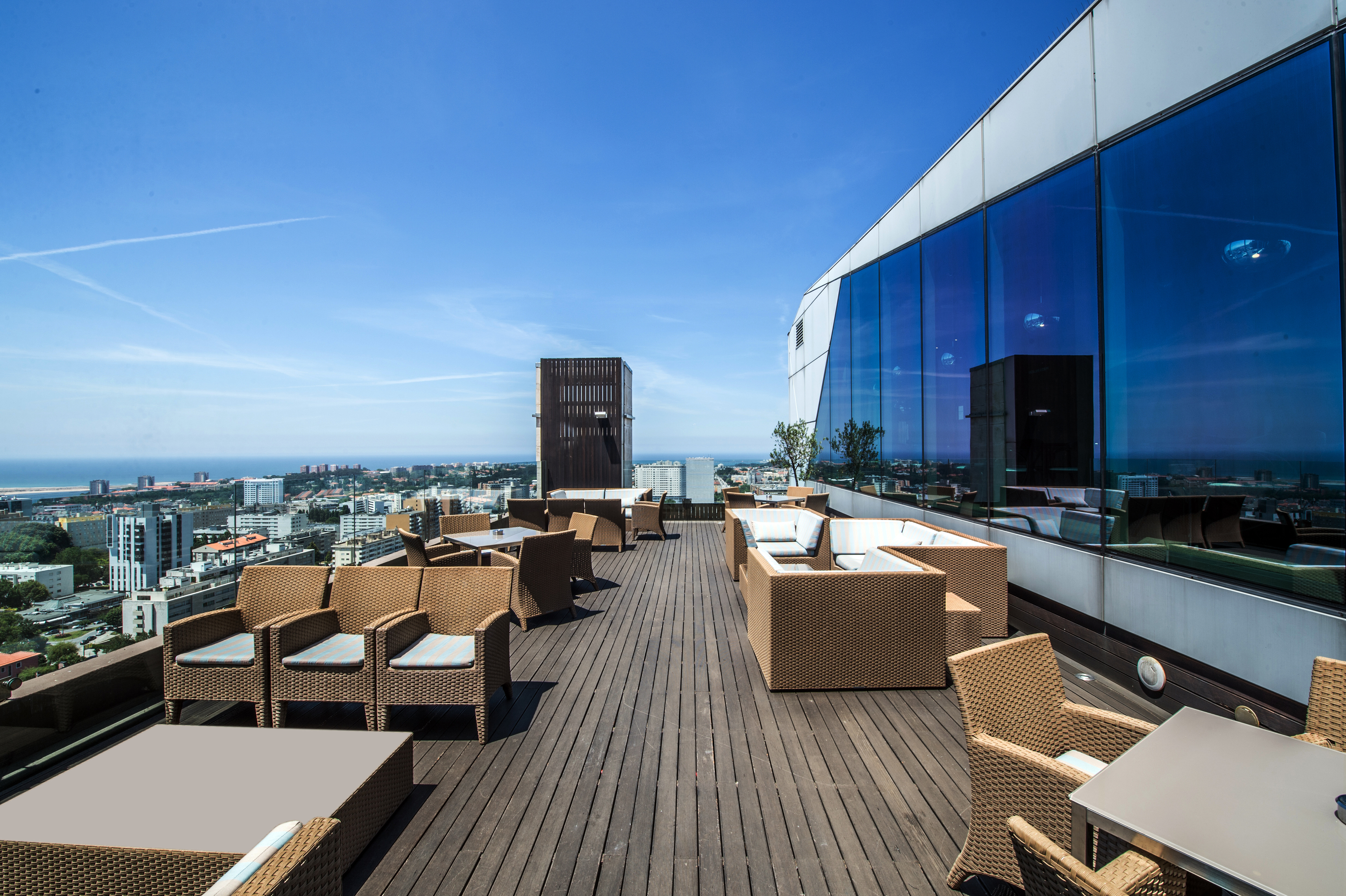 The Best Rooftop Bars in Portugal best rooftop bars in portugal The Best Rooftop Bars in Portugal 17   Restaurant Bar 2