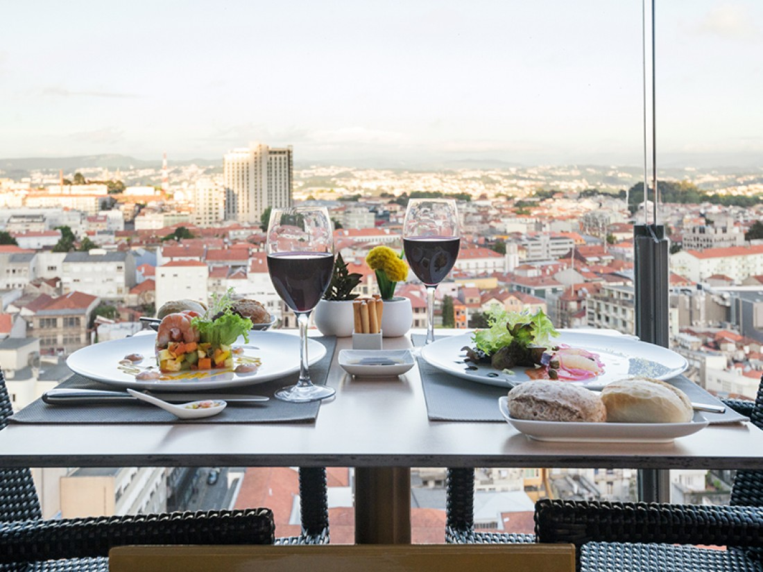 The Best Rooftop Bars in Portugal best rooftop bars in portugal The Best Rooftop Bars in Portugal 17   Restaurant Bar