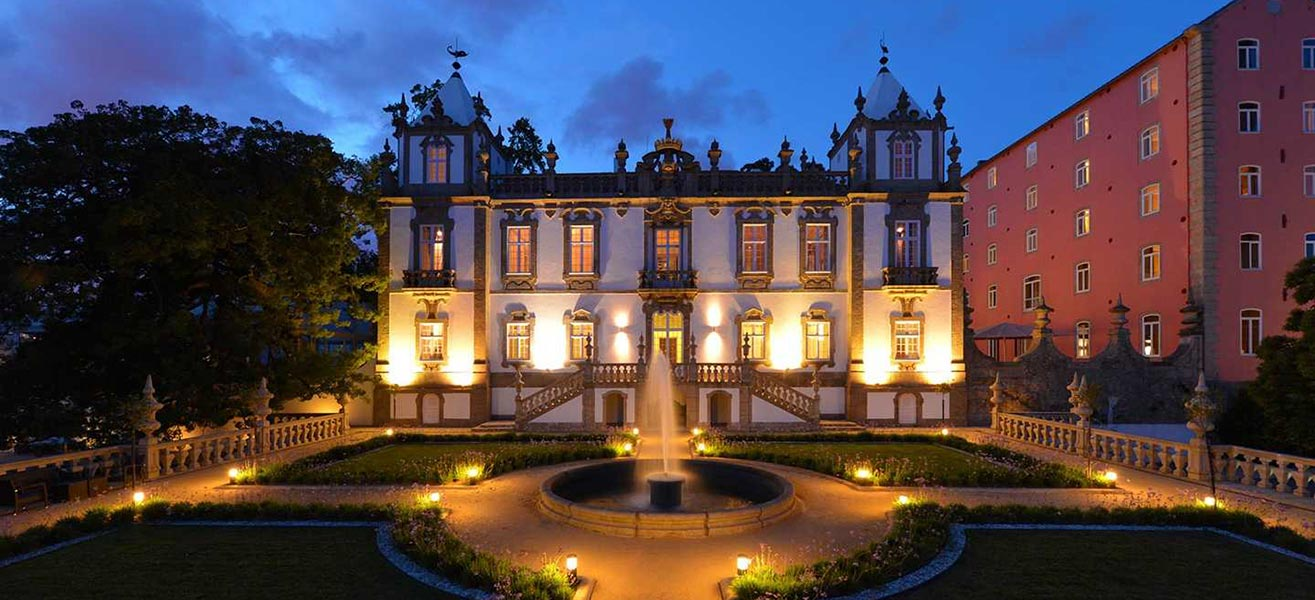 The Best Luxury Hotels In Northern Portugal luxury hotels in northern portugal The Best Luxury Hotels In Northern Portugal freixo home01