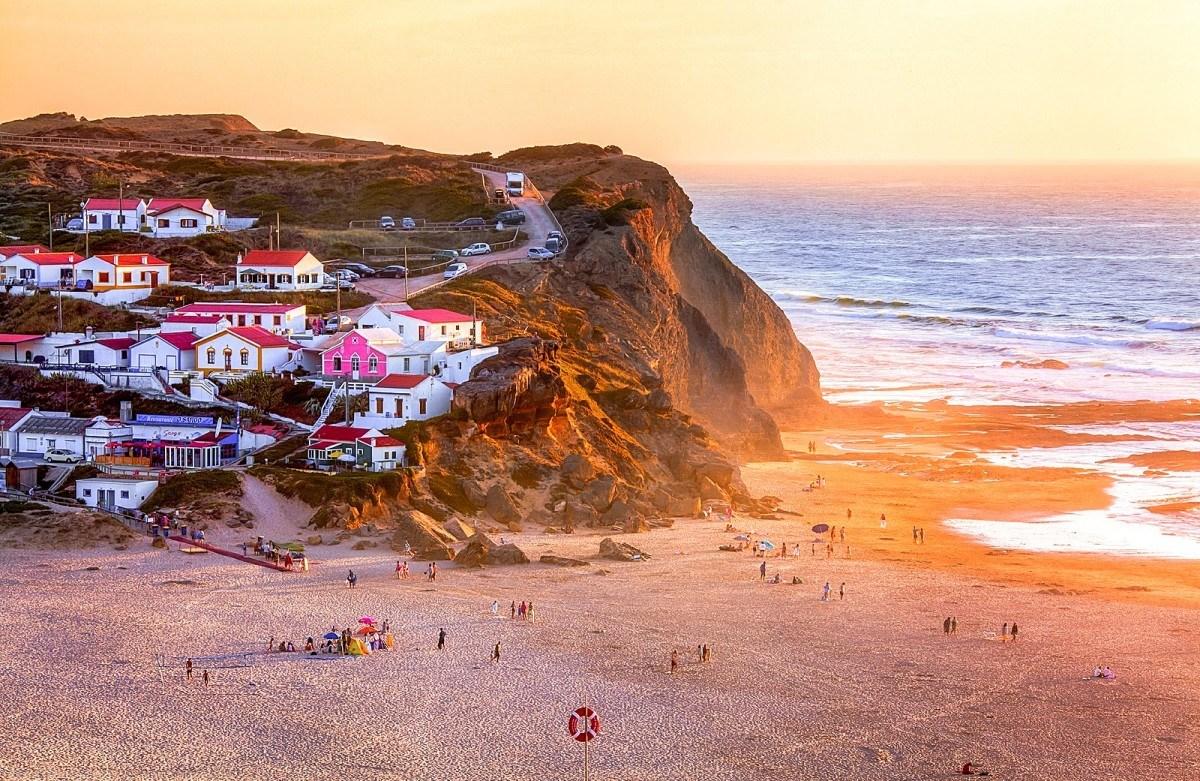 Monte Clérigo: This Secret Beach In Algarve Is A Paradise Waiting To Be Discovered   algarve Monte Clérigo: This Secret Beach In Algarve Is A Paradise Waiting To Be Discovered 8097773773 d37ff7cf2f h e1485180113164
