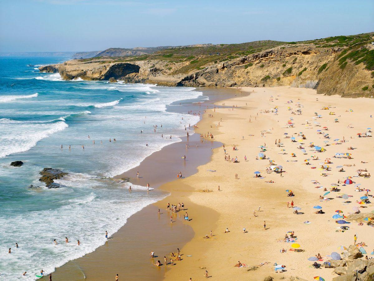 Monte Clérigo: This Secret Beach In Algarve Is A Paradise Waiting To Be Discovered algarve Monte Clérigo: This Secret Beach In Algarve Is A Paradise Waiting To Be Discovered MteClerigo 2530P e1564582525467