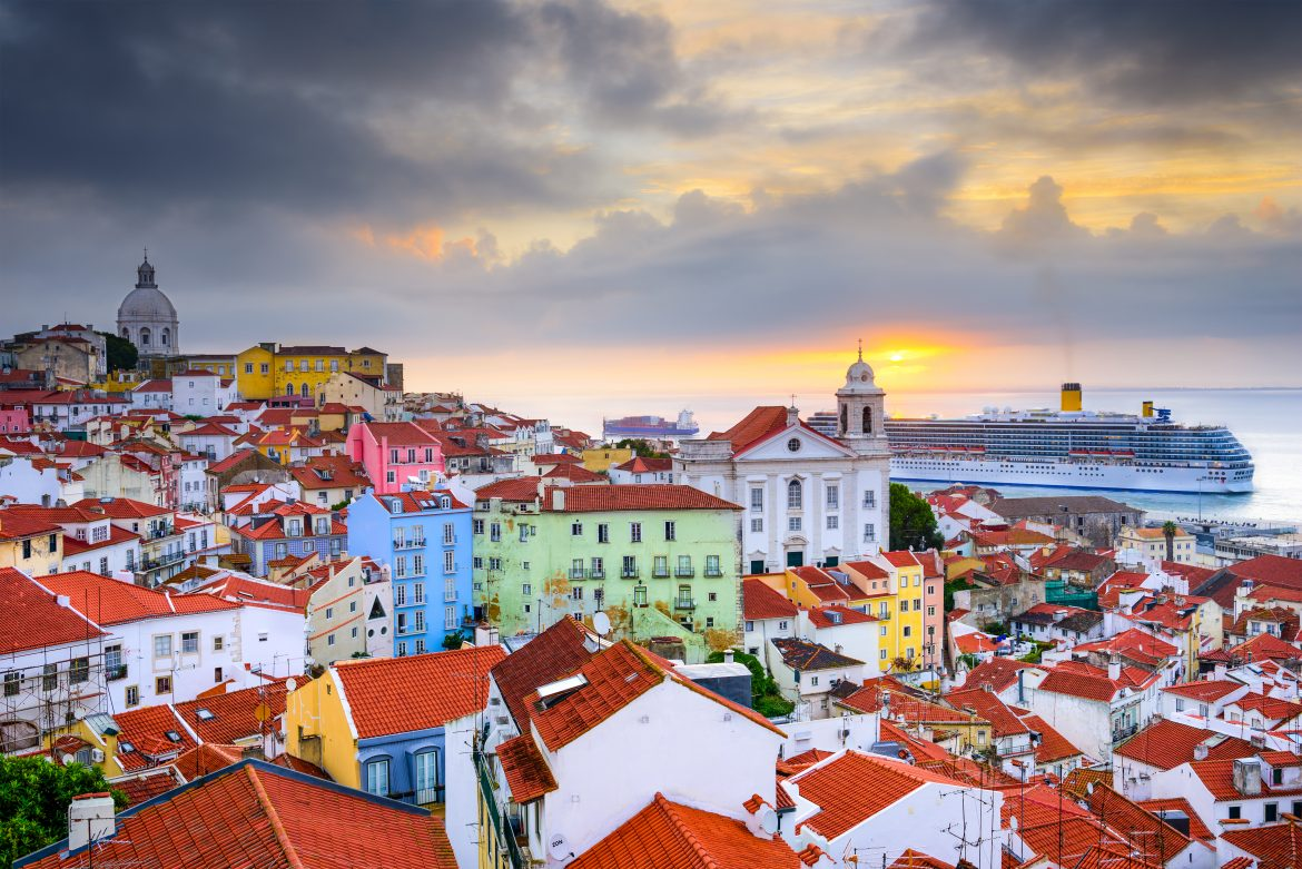 Secrets Itinerary: The Best Tips To Fully Enjoy Lisbon  lisbon Secrets Itinerary: The Best Tips To Fully Enjoy Lisbon alfama lisboa bestguide portugal