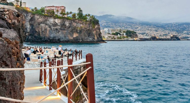 Eating Sushi With A View It's Possible! 'Sushi on the Pier' Is Back At Cliff Bay Hotel In Madeira sushi Eating Sushi With A View It's Possible! 'Sushi on the Pier' Is Back At Cliff Bay Hotel In Madeira sushi no cais b 1 750x410