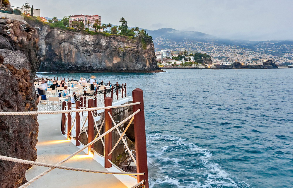 Eating Sushi With A View It's Possible! 'Sushi on the Pier' Is Back At Cliff Bay Hotel In Madeira sushi Eating Sushi With A View It's Possible! 'Sushi on the Pier' Is Back At Cliff Bay Hotel In Madeira sushi no cais b