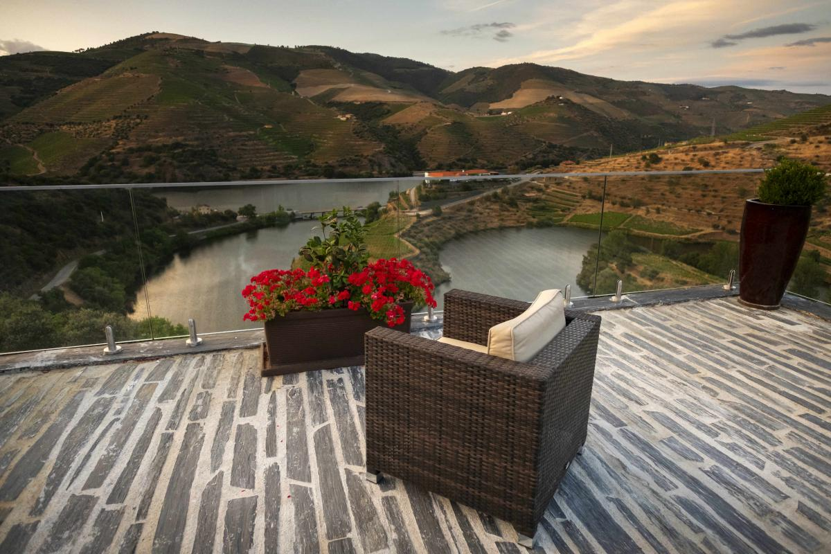 Secrets Tips: Discover The Amazing New Terrace Overlooking The Douro   terrace Secrets Tips: Discover The Amazing New Terrace Overlooking The Douro 34933444 DSF4442