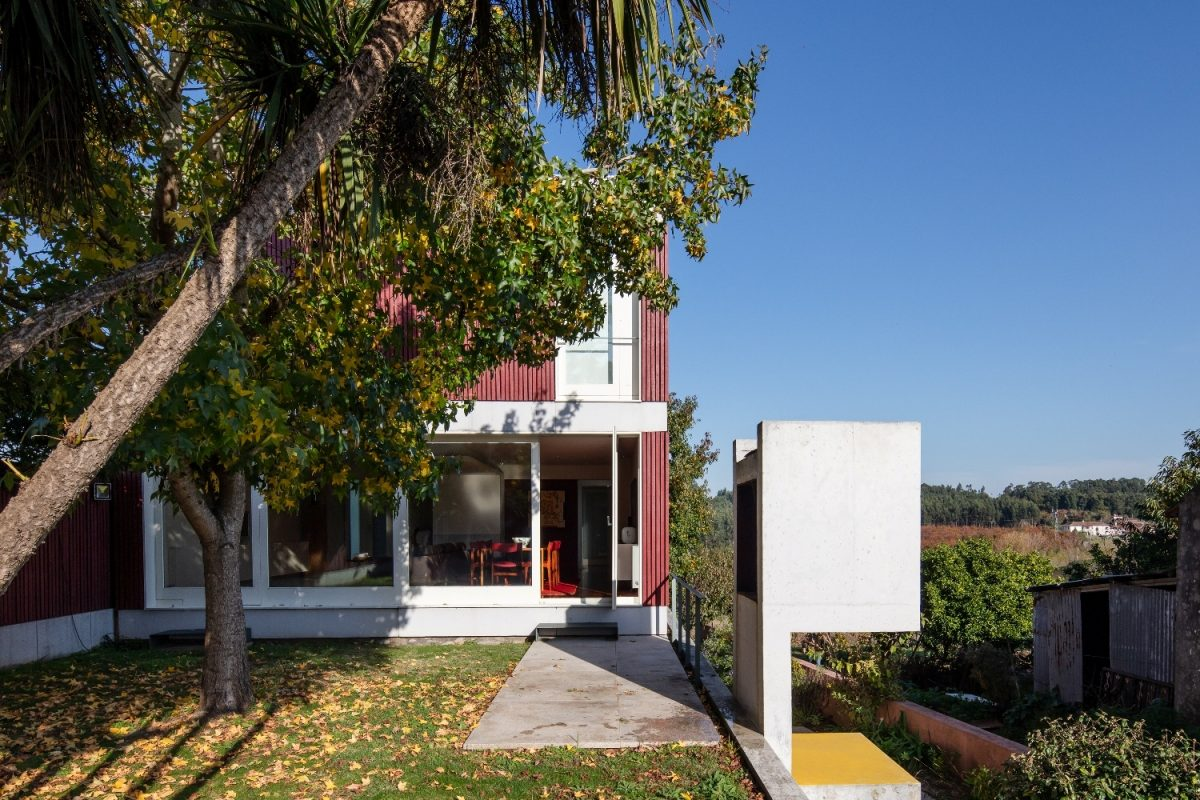 Best Architecture Projects: Discover The Red House by Nelson Resende architecture Best Architecture Projects: Discover The Red House by Nelson Resende JM NelsonResende 050 e1566816907356