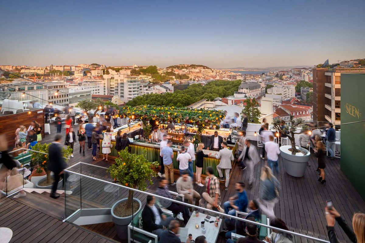 rooftops Secrets Tips: The Best Rooftops To Enjoy Summer Nights Sky Bar e1564660815719