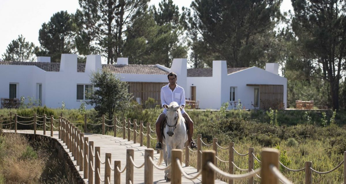 Alentejo: Rest Between Mountains and the Sea alentejo Alentejo: Rest Between Mountains and the Sea craveiral farmhouse by belong staying and feeling imageLinkcraveiral portugal photo martin kaufmann dsc9157 e1566473686445