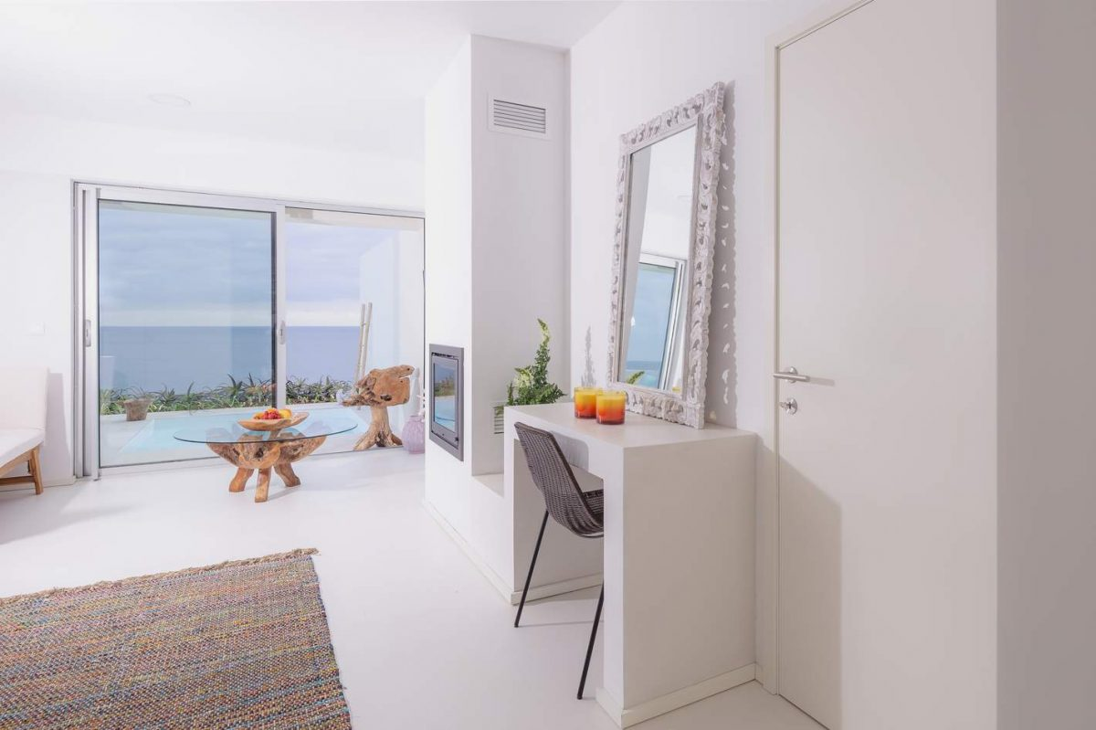 Amazing Décor And A Infinity Pool With A Privileged View: Discover The New Hotel In The Azores azores Amazing Décor And A Infinity Pool With A Privileged View: Discover The New Hotel In The Azores js8 e1566399152757
