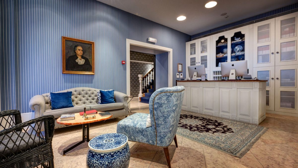 Secrets Tips: The Top 10 Boutique Hotels In Portugal hotel Secrets Tips: The Top 10 Boutique Hotels In Portugal lx boutique hotel gallery06 lobby 1 e1565359296809