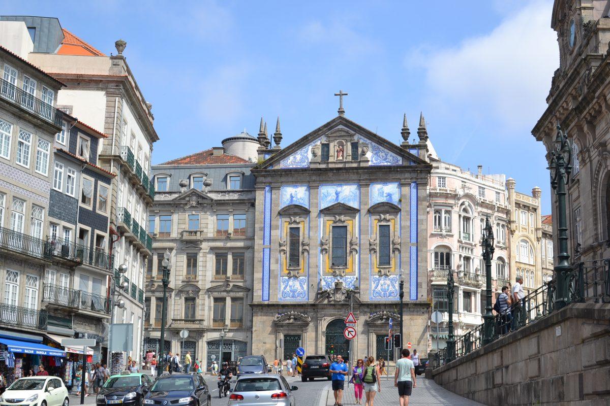 7 LUXURY DAYS IN PORTUGAL portugal 7 LUXURY DAYS IN PORTUGAL porto azulejo e1566988067559