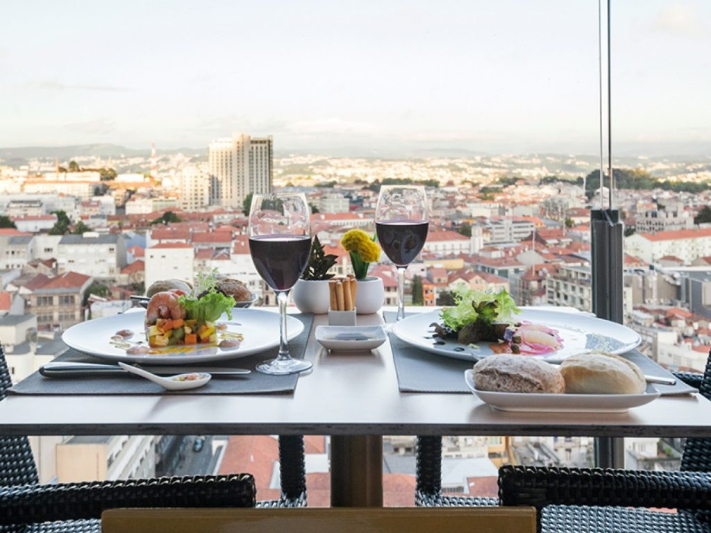 Secrets Tips: The Best Rooftops To Enjoy Summer Nights rooftops Secrets Tips: The Best Rooftops To Enjoy Summer Nights restaurante2 2487184359 1024x768