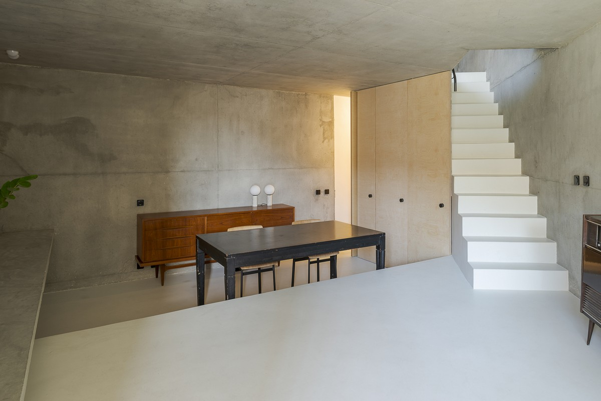 Discover The Minimalist Design of the Triangular House in Lisbon minimalist design Discover The Minimalist Design of the Triangular House in Lisbon Discover The Minimalist Design of the Triangular House in Lisbon 3