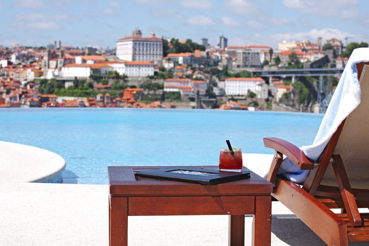 Luxurious And Pet-Friendly? Discover The Best Places To Take Your Faithful Companion pet-friendly Luxurious And Pet-Friendly? Discover The Best Places To Take Your Faithful Companion The Yeatman Piscina e Cocktail Scarlet e1567094314211