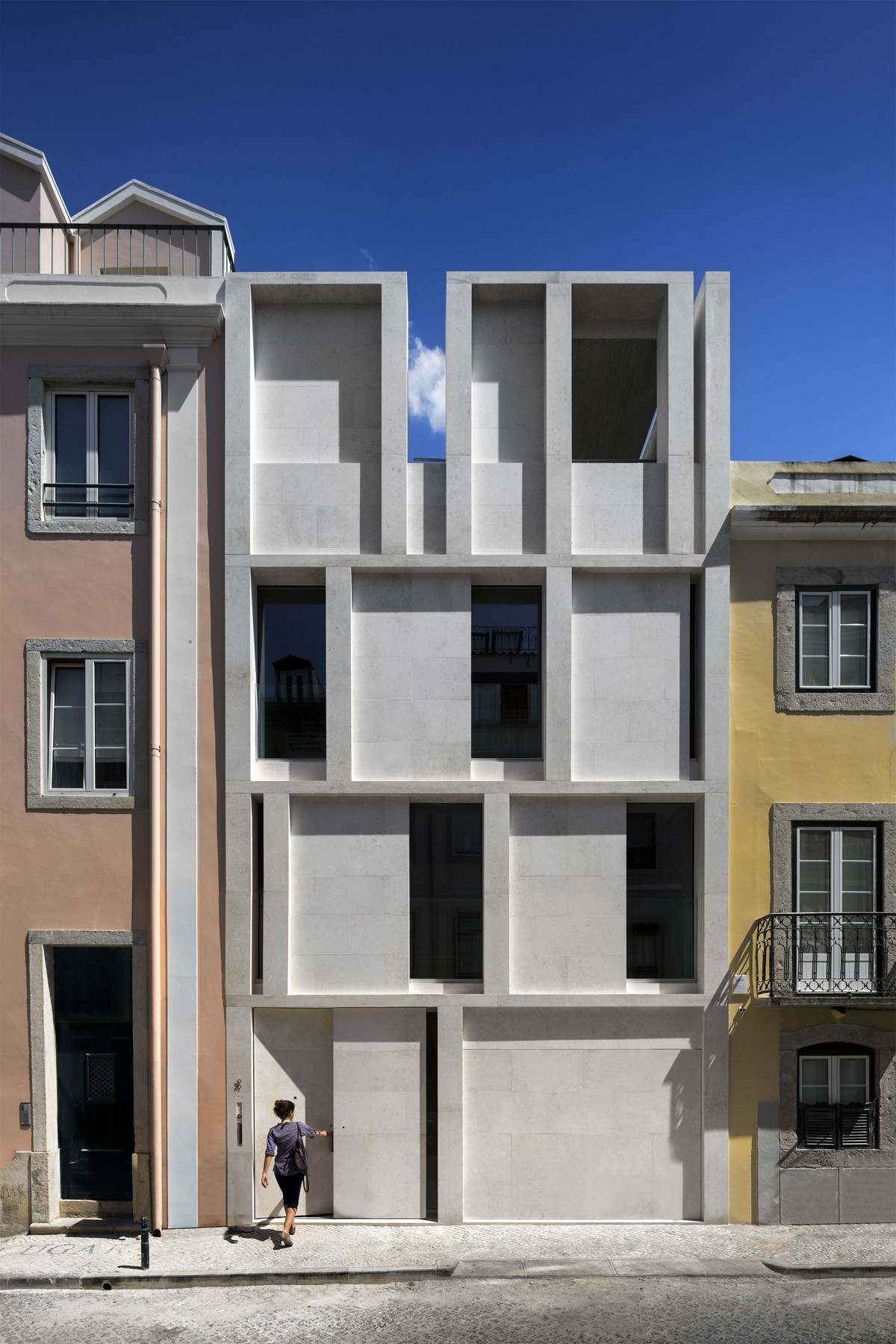 Discover The Minimalistic Architecture Of This Lisbon House minimalistic architecture Discover The Minimalistic Architecture Of This Lisbon House Discover The Minimalistic Architecture Of This Lisbon House 1