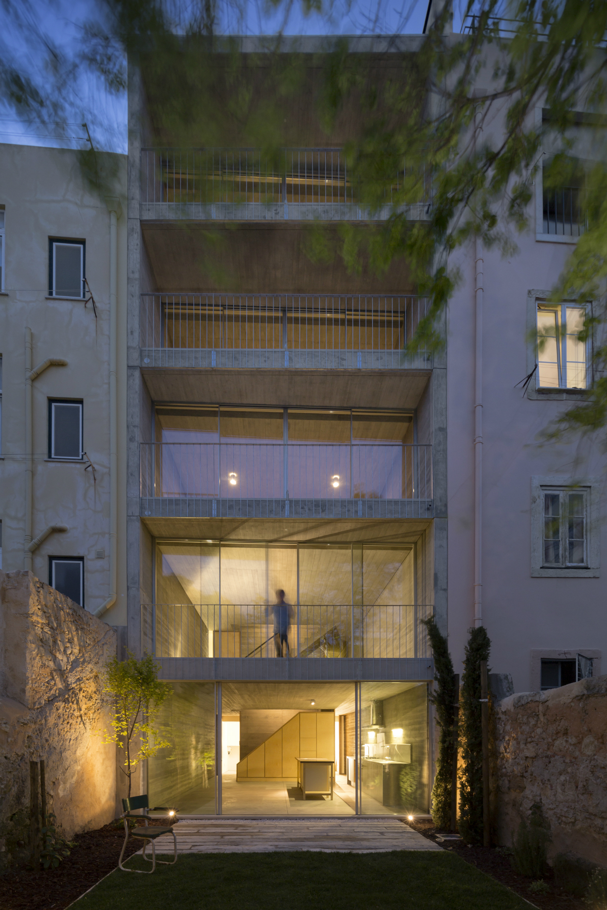 Discover The Minimalistic Architecture Of This Lisbon House minimalistic architecture Discover The Minimalistic Architecture Of This Lisbon House Discover The Minimalistic Architecture Of This Lisbon House 4 1