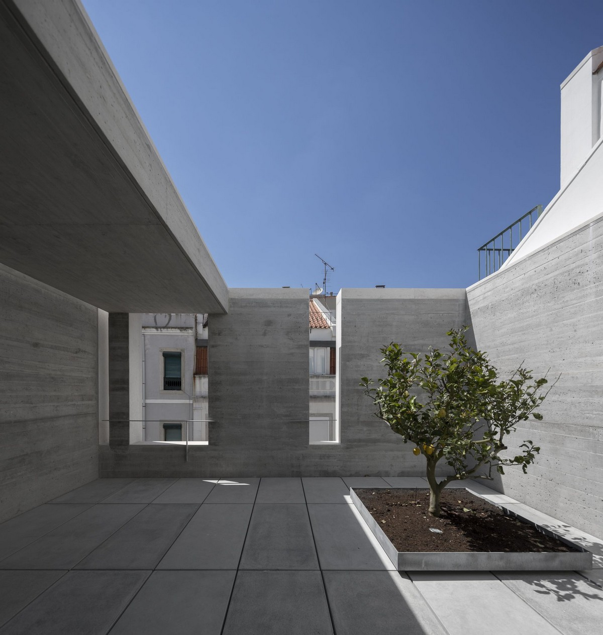 Discover The Minimalistic Architecture Of This Lisbon House minimalistic architecture Discover The Minimalistic Architecture Of This Lisbon House Discover The Minimalistic Architecture Of This Lisbon House 5