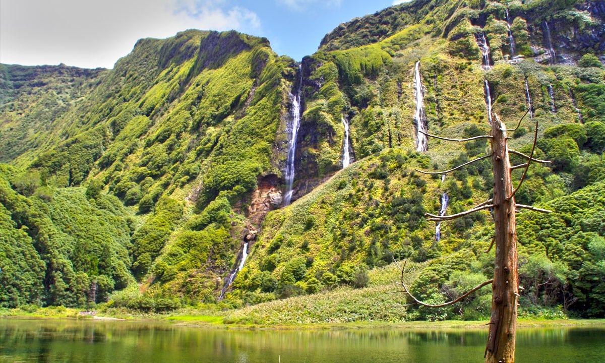 Portuguese Eden: 7 Sensational Things to do In The Azores azores Portuguese Eden: 7 Sensational Things to do In The Azores flores pontos de interesse acores