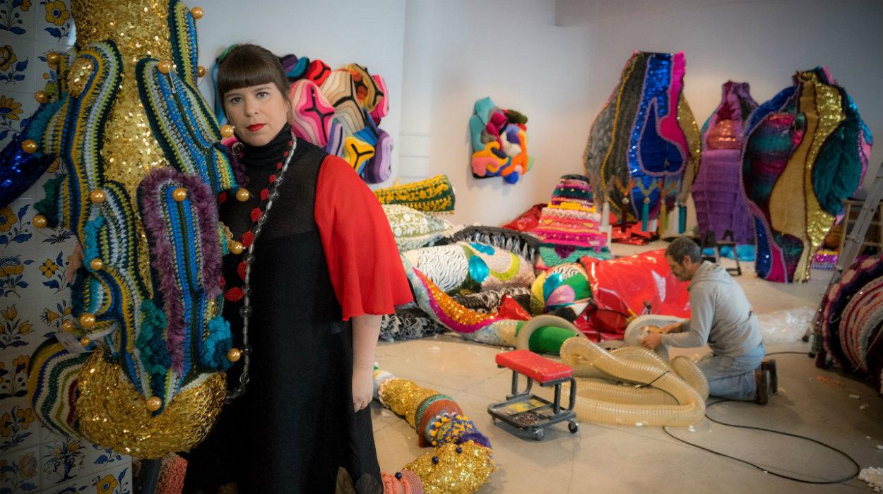 joana vasconcelos Joana Vasconcelos And Roche Bobois: Arte de Viver In Art Basel Miami 2019 joana Vasconcelos 1