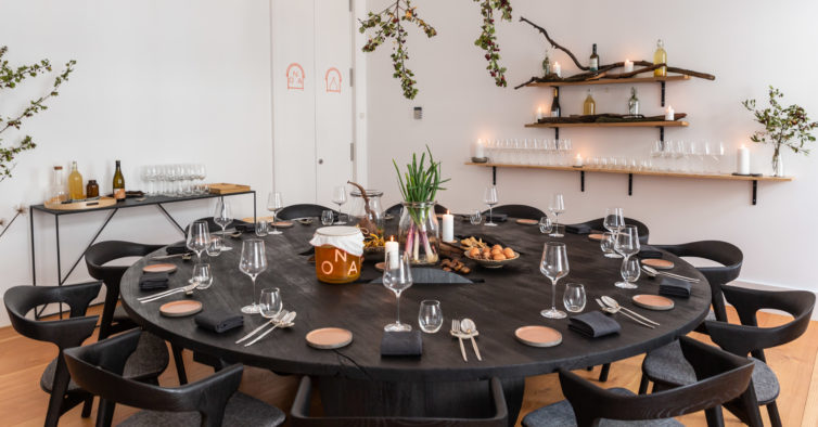 An Amazing Pop Up Restaurant Just Opened In Chiado (spoiler It has an Art Gallery Inside) restaurant An Amazing Pop Up Restaurant Just Opened In Chiado (spoiler: It has an Art Gallery Inside) An Amazing Pop Up Restaurant Just Opened In Chiado spoiler It has an Art Gallery Inside