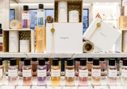dior Dior Declares his Love for Perfume with the First Boutique in Lisbon feat 250x177