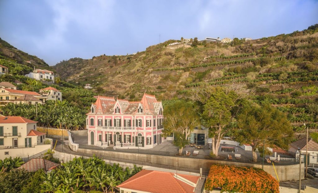 Secrets Tips: In Madeira, you can sleep in a Palace overlooking the sea madeira Secrets Tips: In Madeira, you can sleep in a Palace overlooking the sea TFz1Fd2w 1024x623