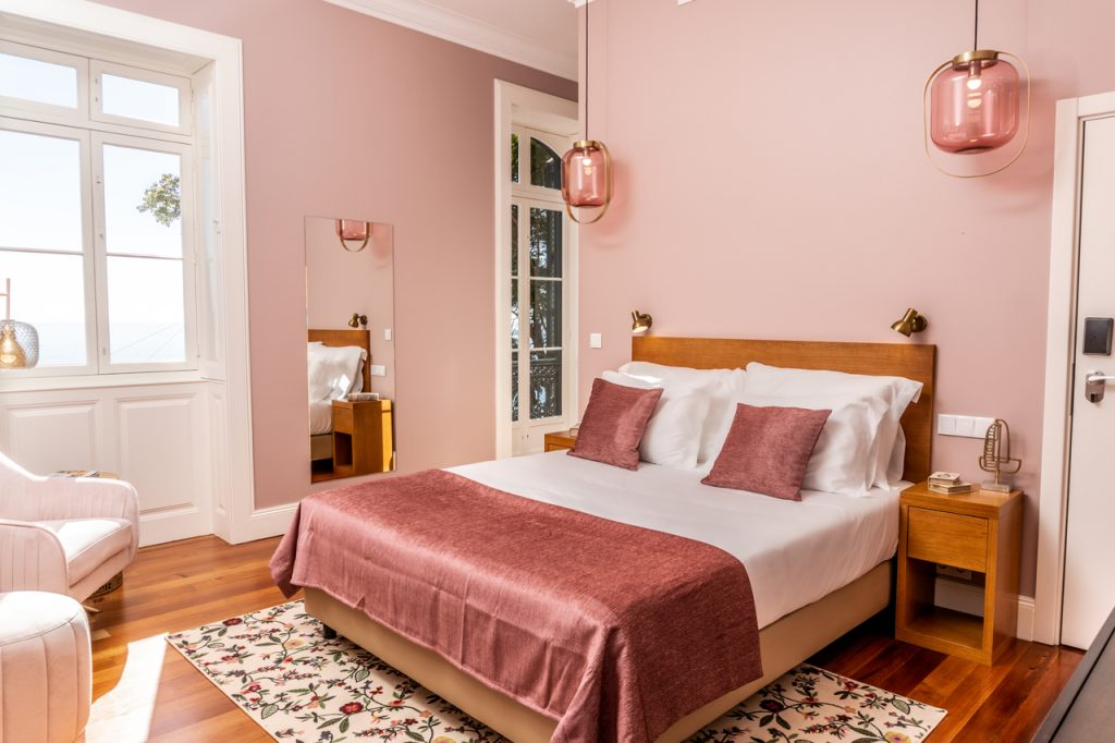 Secrets Tips: In Madeira, you can sleep in a Palace overlooking the sea madeira Secrets Tips: In Madeira, you can sleep in a Palace overlooking the sea d87c76bd567cc10b9889924d767e3d9e 1024x682