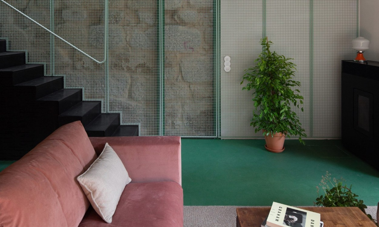 Green Metal Mesh: The Concept Behind This Porto Home green metal mesh the concept behind this porto home 1 2