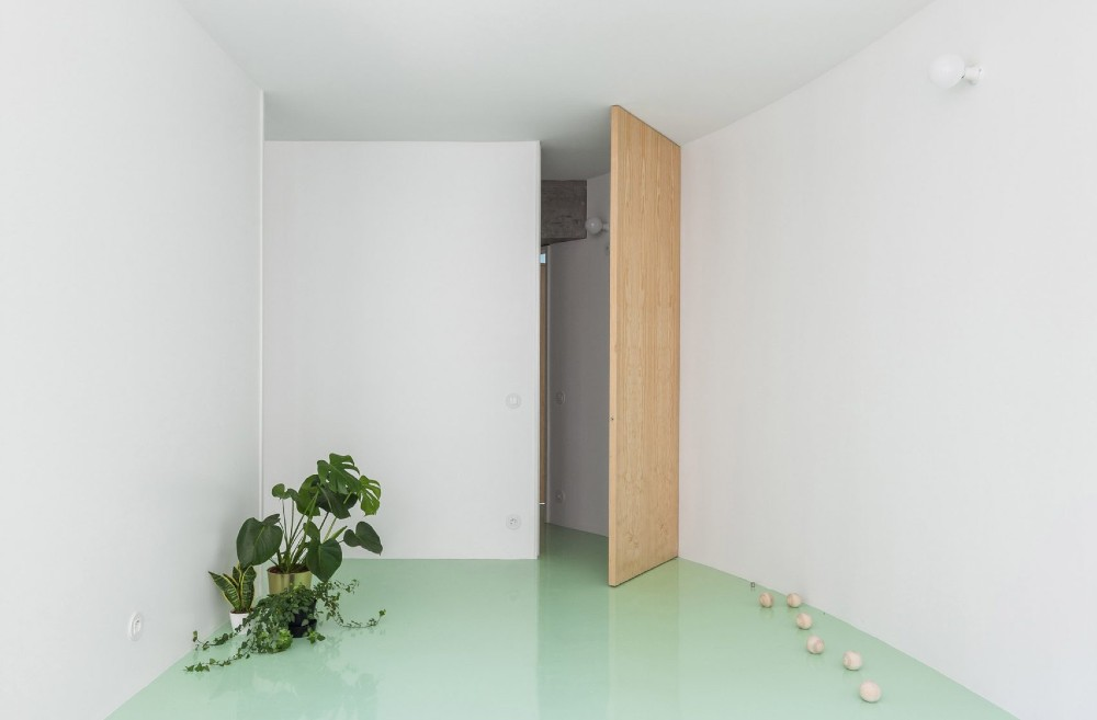 This Apartment In Porto Has A Mint Green Floor And It Looks Amazing mint green floor This Apartment In Porto Has A Mint Green Floor And It Looks Amazing this apartment in porto has a mint green floor and it looks amazing 4 1
