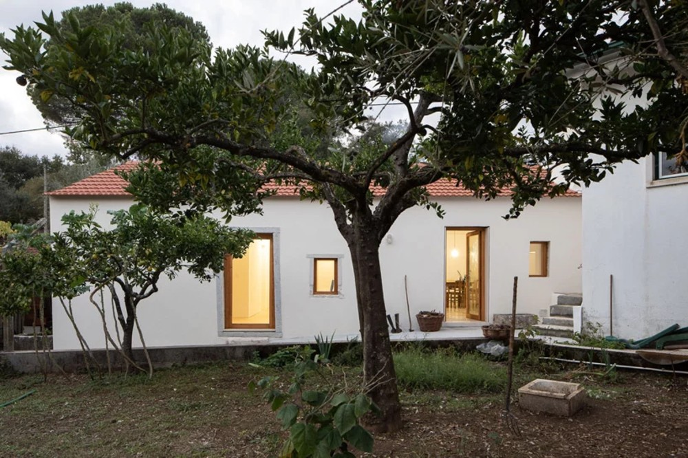 Ti Clara House: The Minimalist Farmhouse in Portugal  Ti Clara House: The Minimalist Farmhouse in Portugal ti clara house the minimalist farmhouse in portugal 1