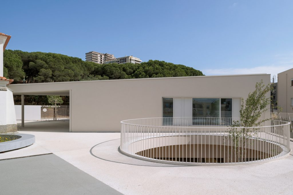 This Lisbon School Has Circular Holes Connecting Playgrounds On Two Levels lisbon school This Lisbon School Has Circular Holes Connecting Playgrounds On Two Levels this lisbon school has circular holes connecting playgrounds on two levels 2 1024x683