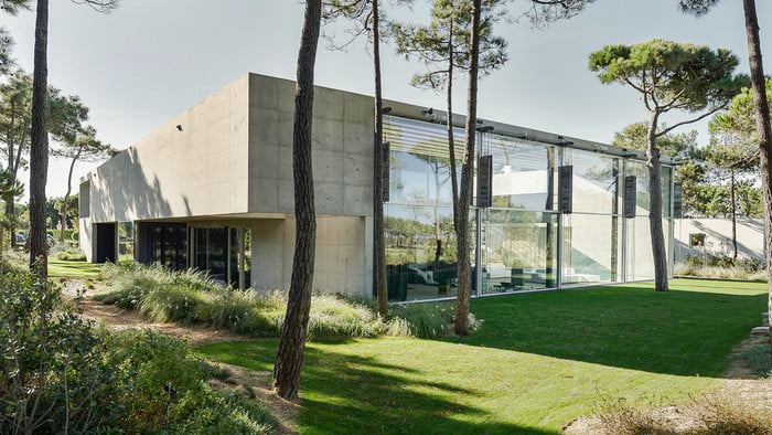 This Luxury Villa in Portugal has a Ridiculously Cool Glass Bottom Pool luxury villa This Luxury Villa in Portugal has a Ridiculously Cool Glass Bottom Pool guedes cruz the wall house 1 700x394 c